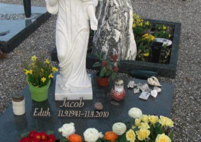 Grabstein mit Engel aus Marmor